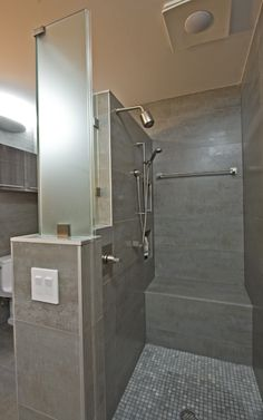 Read about how to choose a shower size that's most comfortable for you.