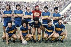 BOCA JUNIORS 1981.  Debout: Mouzo, Alves, Pernia, Gatti, Brindisi, Cordoba.  Accroupis: Escudero, Maradona, Perotti, Quiroz, Passucci.