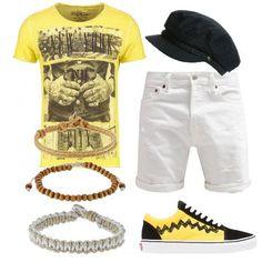Un look trendy e comodo, perfetto per i momenti di relax, composto da shorts di jeans di colore bianco, t-shirt gialla con stampa, sneakers basse Vans, berretto e bracciali.