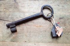 Selbstgemachte Valentinstag Geschenkidee - Ein Schlüssel-Anhänger aus Filz und Leder