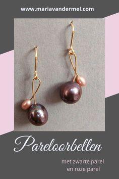Gouden pareloorbellen van 14K goud, een grote zwarte parel en een hele kleine roze parel. #pareloorbellen #parels #parelsieraden #zwarteparels #rozeparels #designsieraden Pearl Earrings, Pearls, Jewelry, Design, Pearl Studs, Jewlery, Jewerly, Beads, Schmuck