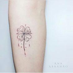 Love it!! Mini Tattoos, Cute Tattoos, Small Tattoos, Tatoos, Four Leaf Clover Tattoo, Clover Tattoos, Lucky Tattoo, Tattoos Familie, Shamrock Tattoos