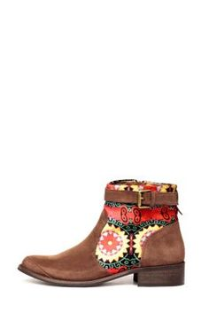 Desigual Women's Mas ankle boots from the Desigual by L range. Adjustable with buckle and side zip. Made in Spain. Top quality!