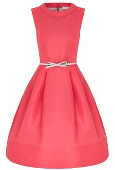 ✨ Fabulous retro style dress Flattering silhouette with a close fitting bodice which is dropped waisted and then kicks out into a fun full skirt part. 50s Dresses, Event Dresses, Vintage Dresses, Vintage Outfits, Tailored Dresses, Retro Fashion, Vintage Fashion, Style Fashion, Pink And Red Dress