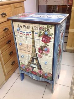 I will show you how to decoupage a lovely tea box from. I used decoupage glue and paper napkins. Decoupage Furniture, Decoupage Art, Hand Painted Furniture, Funky Furniture, Refurbished Furniture, Paint Furniture, Repurposed Furniture, Shabby Chic Furniture, Furniture Projects