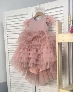 Welcome to Zolindu Online Kids & Women Fashion Store Newborn Girl Outfits, Little Girl Outfits, Girly Outfits, Kids Outfits, Cute Girl Dresses, Baby Dresses, Baby Frocks Designs, Anna Dress, Cute Baby Clothes