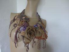 collier vintage dentelles et crochet , fleurs en tissu : Collier par coeur-de-tissu