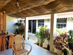 Relájate en nuestra linda terraza y siéntete como en casa.  Relax and feel like home in our beautiful terrace.  #VillaAstoria #nature #beautyofnature #travel #hostellife #explore #tropic #lifeinthetropics #digitalnomad #goodvibes #Panama #AstoriaAnton