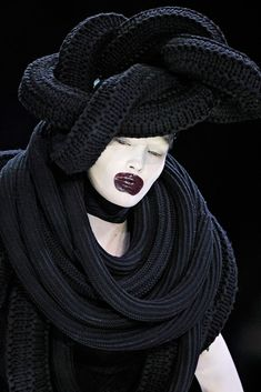 Alexander McQueen Fall 2009 Ready-to-Wear - Details - Gallery - Style.com