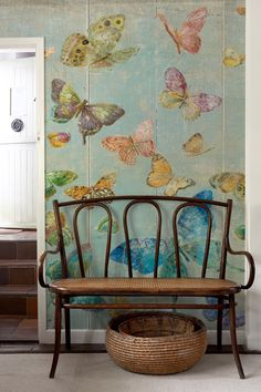 Beautiful wall design with new wallpaper Trends Schöne Wandgestaltung mit neuen Tapeten Trends 2018 Beautiful wall design with new wallpaper Trends 2018 - Butterfly Wallpaper, New Wallpaper, Butterfly Painting, Hm Deco, Wall Design, House Design, Butterfly Decorations, Beautiful Wall, Wall Murals