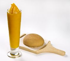 Mango Smoothie with PappaRoti Bun