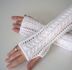 Ravelry: Lace Fingerless Gloves pattern by Luciana Boic