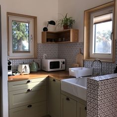 WFH: How to Upgrade Your Kitchen While in Quarantine Kitchen Interior, Kitchen Decor, Interior Modern, Home Interior, Küchen Design, House Design, Appartement Design, Aesthetic Room Decor, Dream Apartment