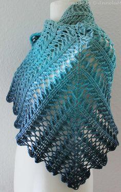 Laurelin … und ein weiteres neues Tuch von Jasmin Räsänen – My CMS Crochet Vest Pattern, Crochet Motif, Crochet Designs, Crochet Patterns, Crochet Cable, Thread Crochet, Crochet Yarn, Crochet Shawls And Wraps, Crochet Scarves