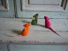 souris colorées by swig - filz felt feutre, via Flickr