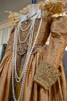Dresses that belonged to Queen Elizabeth I | dress above is quite recognisable as something that Queen Elizabeth ...