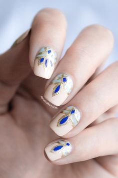 I have a taste for simple nails, but this would be beautiful around Christmas