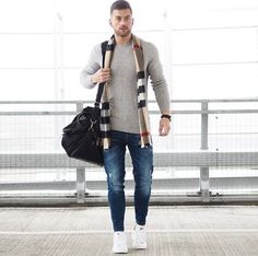 Die: White Sneakers + Washed Darkblue Jean + Lightgray Sweater + Scarf