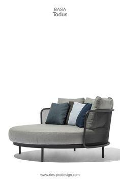 Tagesbett für den Garten BAZA.   Edelstahl Gartenmöbel zum Chillen produziert in Europa aus europäischen Komponenten.  Wir liefern direkt zu Dir nachhause.   #gartenmoebel, #tagesbett, #riesprodesign