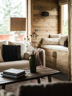 I had to share another refined rustic chalet in the mountains by the incredibly talented Marianne Tiegen. Where wood walls meet Tom Dixon Beat lights and a Mies van der Rohe Barcelona stool. Chalet Design, House Design, Design Design, Chalet Chic, Chalet Style, Ski Chalet, Chalet Interior, Interior Exterior, Interior Design 2017