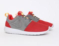 #Nike #RosheRun Grey Red #Sneakers