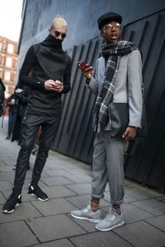 London Men's Fashion Week street style [Photo by Kuba Dabrowski] [fashion London Mens Fashion, Mens Fashion Week, Fashion Trends, Street Style Vintage, Autumn Street Style, Grunge Goth, Hipster Grunge, Outfit Man, Grey Outfit