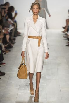 Simple, classic style - the belt makes it once again