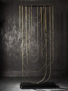 Brass screen, mid century modern, brass rods layered, hanging like drops or rope. Screen by Deniz tunç / luna screen. Partition Screen, Room Divider Screen, Partition Design, Room Dividers, Deco Design, Wall Design, House Design, Metal Screen, Screen Design