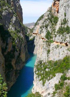 Séparant la Catalogne de l'Aragon le congost de Mont-rebei est une super balade au dessus de la Noguera Ribagorçana qui descend des Pyrénées