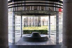 Black Hole #vetro #glass #milan #milanodesignweek #fuorisalone #design #architecture #luxury #architects #living