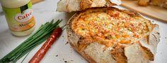 pão recheado com queijo e chouriço