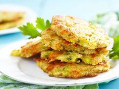 Receta de Tortitas de Brócoli con Queso Cheddar y Quinoa | Las tortitas son perfectas para complementar cualquier comida y además van a gustar a toda tu familia. Consiéntelos con ésta deliciosa guarnición y mejora todas tus comidas.