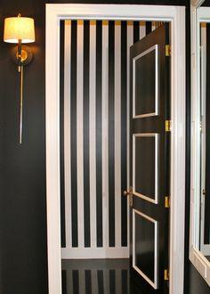 Black & white high contrast molding chic - The Decorista