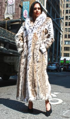 Best Selection of Lynx Coats, Cat Lynx Jackets, Russian Lynx Belly Strollers and vests. Finest collection of quality furs for woman Sable Fur Coat, Fox Fur Coat, Lynx, Fur Fashion, Winter Fashion, Leopard Fur Coat, Faux Fur Bedding, Fur Collars, Mantel