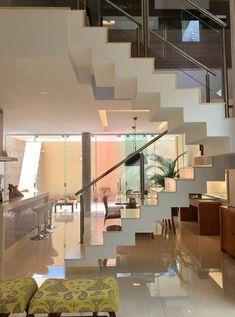 Escada: Corredores e halls de entrada por Collevatti Arquitetura