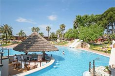 2. Duik in het heerlijke lagune zwembad op Park Albatros. Er zijn vijf zwembaden, waarvan twee ondiep zodat ook jonge kinderen zich veilig vermaken. De camping ligt op loopafstand van het strand. http://www.canvasholidays.nl/italie/toscane-en-rome/to06y/park-albatros