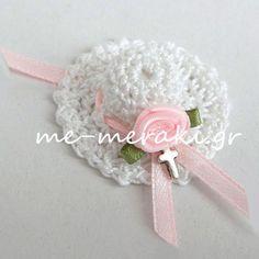 Μαρτυρικά βάπτισης, χειροποίητο πλεκτό καπελάκι με μεταλλικό σταυρουδάκι  και σατέν λουλουδάκι.  Μ053-Γ  www.me-meraki.gr Sarah Kay, Meraki, Baby Shower Parties, Christening, Crochet Necklace, Crochet Hats, Girly, Crafts, Wedding