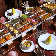 Rijsttafel..... the Dutch way of Indonesian food