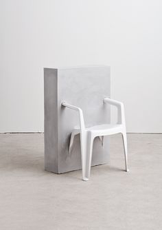 Études N°1: plastic chair in concrete | photography . Fotographie . photographie | Photo: Jeremy Liebman | Études Studio|