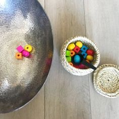 idees-jeux-activites-12-18-mois-montessori-co-19 Montessori 12 Months, Mirror Tattoos, Baby Learning, Infant Activities, Mardi Gras, Serving Bowls, Decorative Bowls, Mini, Tableware