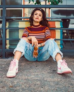 Colorful and Vibrant Lifestyle Portraits by Valerie Crowson #art #photography #Lifestyle Photography
