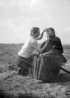 Eva Justin was a prominent Nazi anthropologist, who obtained her PhD in 1944 by studying 41 half-Romani children. After the study was over, the children were gassed at Auschwitz. Here, Justin measures the skull of a Sinti woman. After the war, she worked as a child psychologists until her death from cancer in 1966.