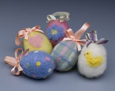 """Sharon of """"Crafts n Coffee"""" is not only sharing their """"Needle felted Easter eggs tutorial"""" with us; she is also sharing the history of felting. """"Long before people we… Easter Egg Crafts, Easter Projects, Easter Eggs, Felt Projects, Easter Ideas, Easter Decor, Easter Bunny, Needle Felted, Wet Felting"""