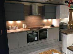 Howdens Kitchen Clerkenwell, Howdens Kitchens, Handleless Kitchen, Kitchen Cabinet Sizes, Grey Kitchen Cabinets, Painting Kitchen Cabinets, Green Kitchen, New Kitchen, Kitchen Decor
