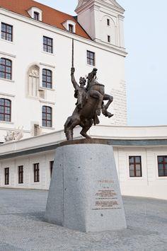 Bratislava - Statue of Svätopluk on the Bratislava castle https://www.google.com/maps/d/edit?mid=1peiLhfLGVISgg9Ia7zYOqWecX9k&ll=48.142341969923024%2C17.099503115132052&z=18
