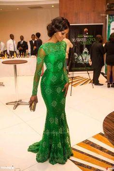 vestido verde com manga longa