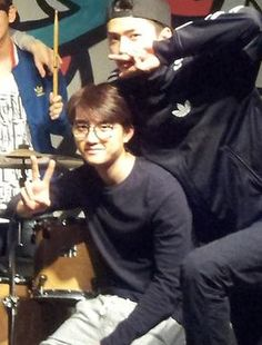 Sehun: chilling with Harry Potter hyung Lolololzzzzzz