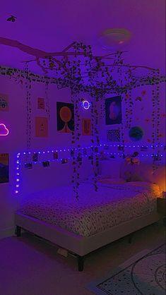 Neon Bedroom, Indie Bedroom, Indie Room Decor, Cute Bedroom Decor, Bedroom Decor For Teen Girls, Room Design Bedroom, Teen Room Decor, Room Ideas Bedroom, Chill Room