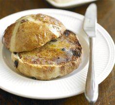Easy hot cross buns - Recipe by Sara Buenfeld Vegan Hot Cross Buns, Dairy Free Spread, Bbc Good Food Recipes, Cooking Recipes, English Food, Afternoon Tea, Sweet Treats, Favorite Recipes, Baking