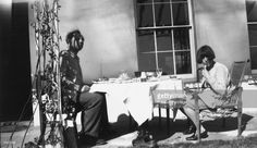 Ralph Partridge e pittore, Dora Carrington cenando sulla veranda a Ham Spray. Dora Carrington, Virginia Wolf, Bloomsbury Group, Partridge, Sprays, Art World, Photo Library, Female Art, Wonders Of The World
